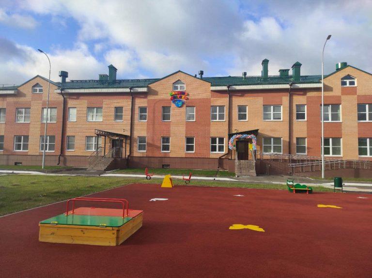 В посёлке Эммаусс освящён новый детский сад