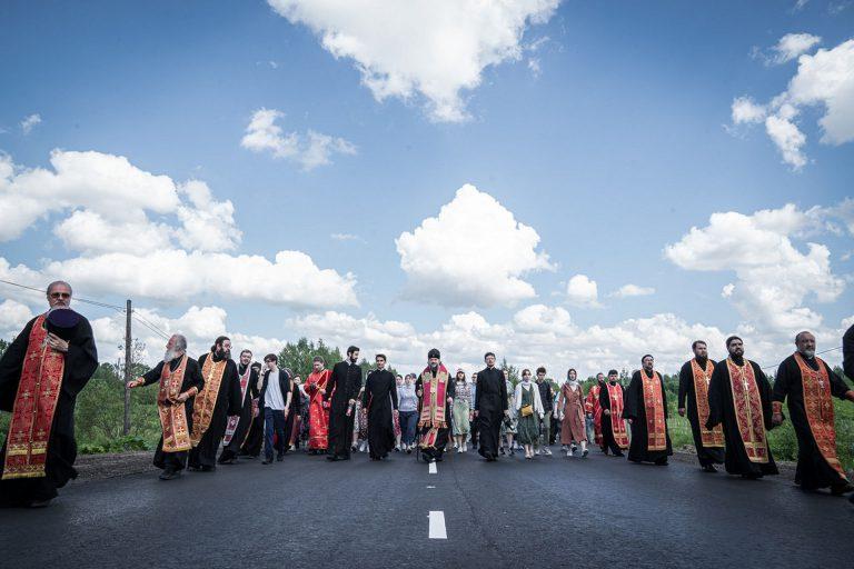Накануне праздника прп. Макария из Кашина в Калязин прошел крестный ход