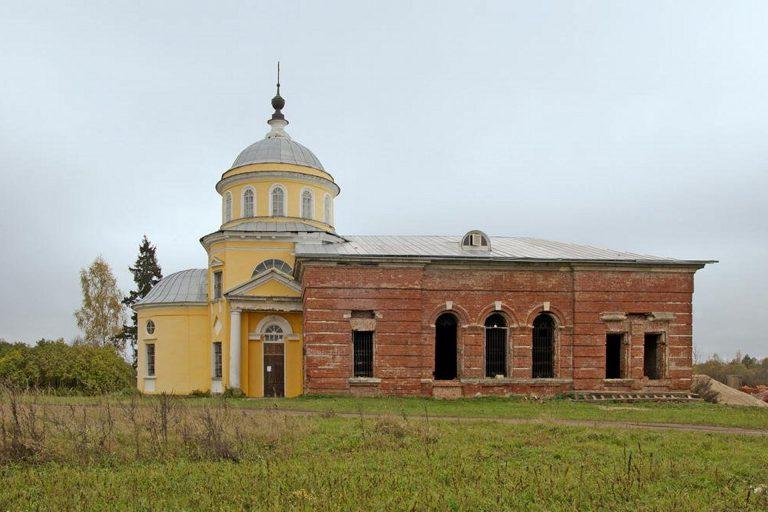 Воскресенская церковь в Красной Горе, Калининский район